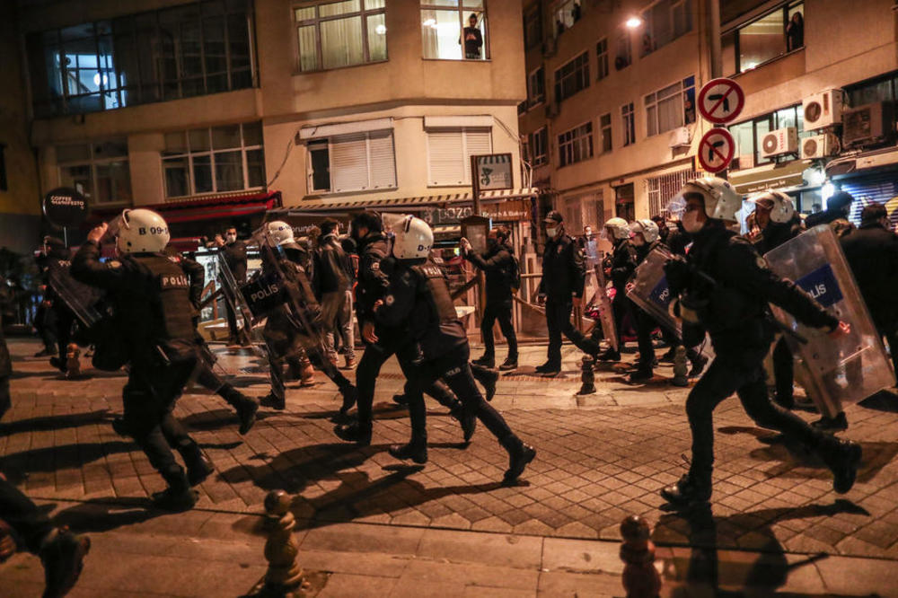 policija demonstracije haos obracun juris